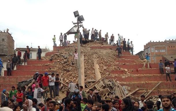 МИД Украины не может связаться с 17 украинцами в Непале