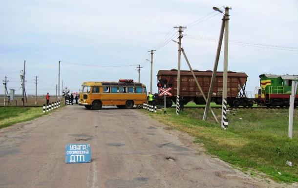 Выросло число пострадавших от столкновения автобуса с поездом на Херсонщине