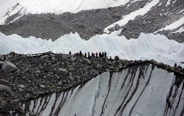 Появилось видео схода лавины на лагерь альпинистов на Эвересте