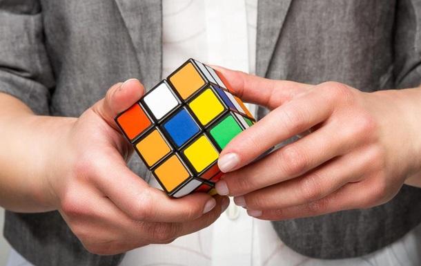 Руки-молнии: тинейджер побил рекорд по скорости сборки кубика Рубика