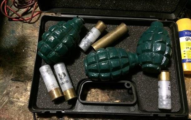 Милиционер из Луганской области готовил  арсенал  оружия на продажу