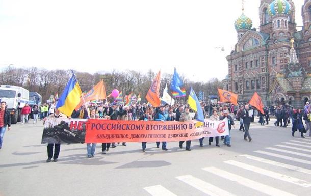 На митинге в центре Питера прозвучал гимн Украины