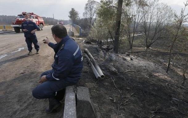 Спасатели прочесывают пожароопасные районы в лесу Чернобыля