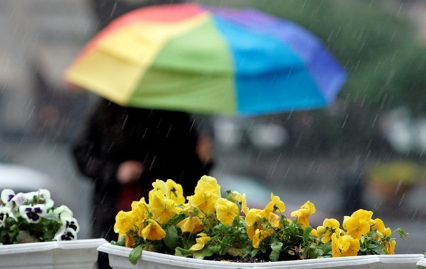 Неделя начнется для украинцев с прохладной и дождливой погоды