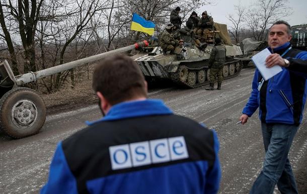 Сотрудники ОБСЕ попали под обстрел на Донбассе