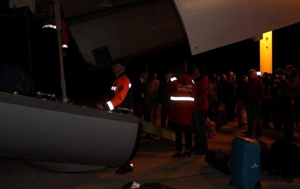 Итоги 7 мая: Украинцев доставили из Непала, Порошенко объявил демобилизацию