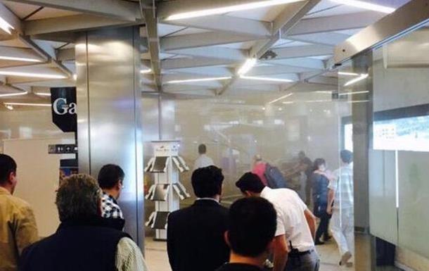 Подвесной потолок обрушился в аэропорту Стамбула, есть раненые