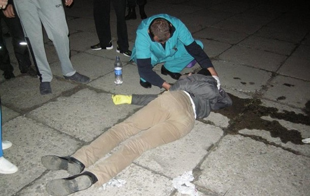 В Николаеве напали на активистов, пытавшихся отмыть стелу Ленина
