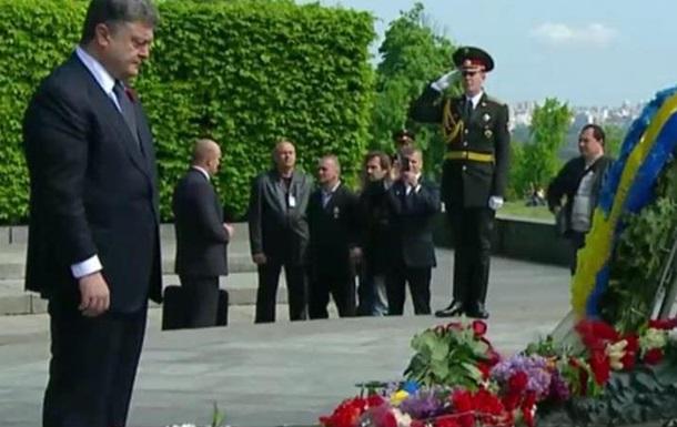 Порошенко: Украина должна праздновать День Победы по своему сценарию