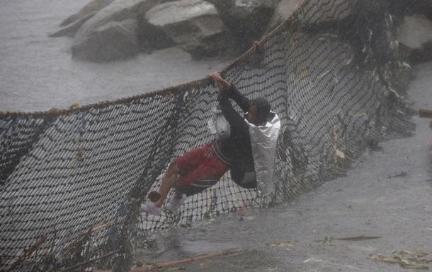 На Филиппинах идет эвакуация людей из-за приближающегося тайфуна