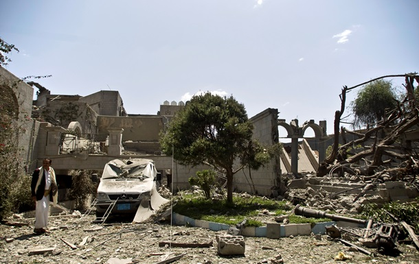 В Йемене с воздуха бомбили резиденцию экс-президента