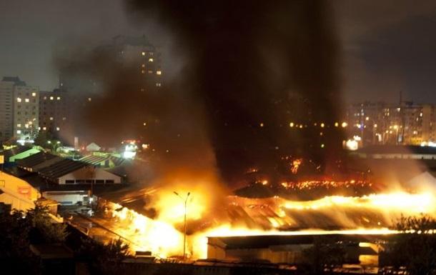 В Деснянском районе Киева горел рынок