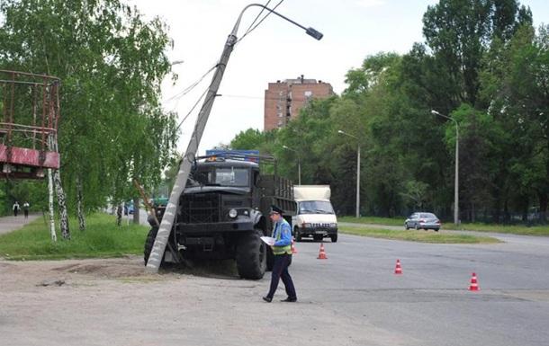 ДТП в Запорожье: у военного КрАЗа на ходу отказали тормоза