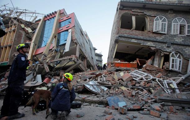 Число жертв новых землетрясений в Гималаях превысило 80 человек
