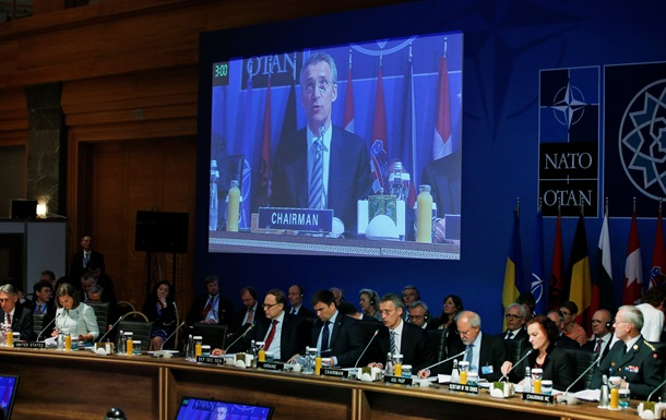 Итоги 13 мая: Заседание НАТО, Яценюк в эконом-классе и мобилизация Булатова