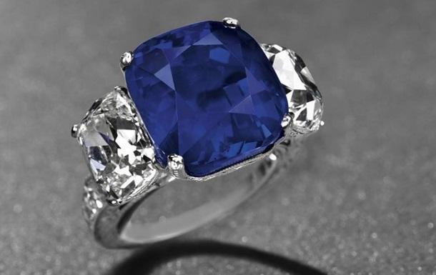 На аукционе в Нью-Йорке за рекордную сумму продано кольцо с сапфиром