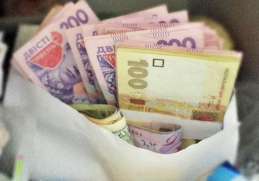 Из-за роста курса доллара подорожали даже липовые справки