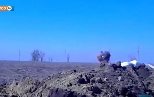 В сети появилось видео взрыва танка в зоне АТО