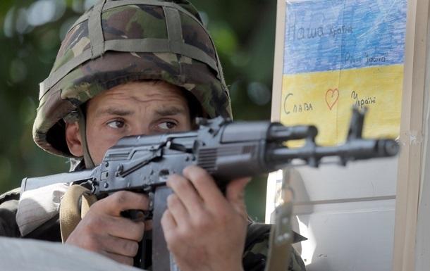При обстреле блокпоста на Луганщине ранен военный