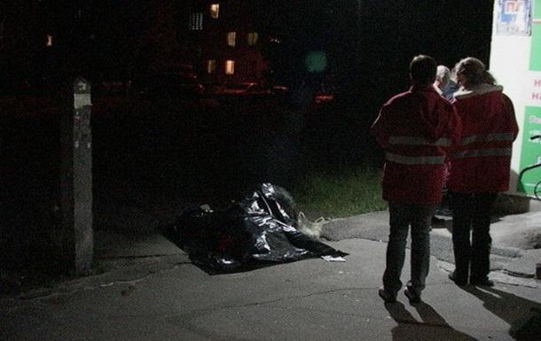 В Киеве возле аптеки обнаружили труп мужчины