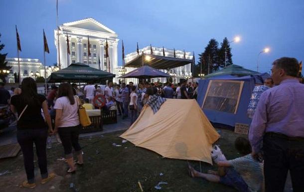 В Македонии митингующие отказались покинуть центр столицы