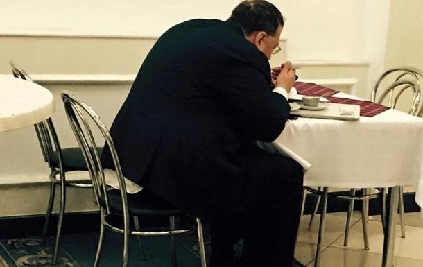 Геращенко застукали в столовой во время голосования в Раде