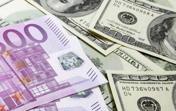 За апрель 2015 года из банков забрали валютных депозитов на сумму..