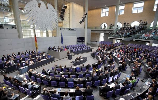 Вице-спикер Бундестага отложил визит в Россию в знак протеста