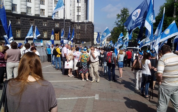 Кабмин пикетируют представители профсоюзов