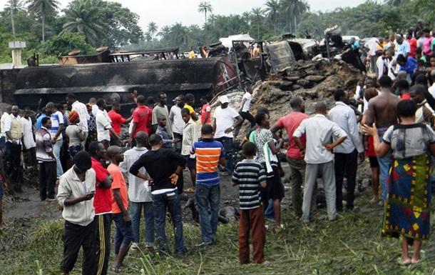 В Нигерии бензовоз врезался в остановку: погибли около 70 человек