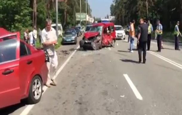 На трассе под Киевом образовалась 15-километровая пробка из-за ДТП