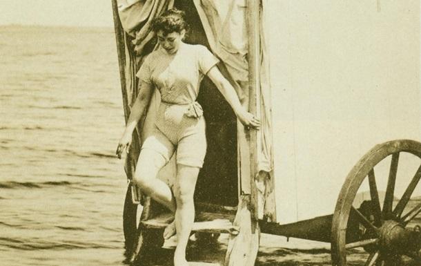 Підглядування в пляжних роздягальняг фото 99-654