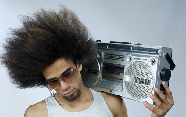 Ученые: Бедняки слушают рэп и диско, а богачи - рок, джаз и классику