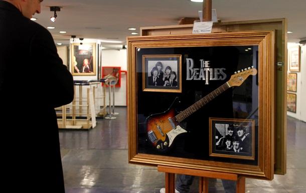 С аукциона будет продана утерянная гитара Джона Леннона