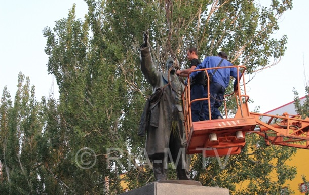 В Запорожской области демонтировали три памятника Ленину
