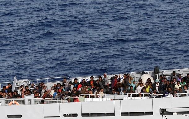 Корабли ЕС спасают в Средиземном море около трех тысяч мигрантов