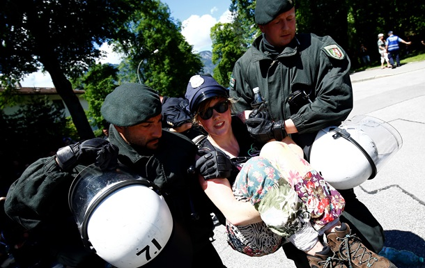 Антиглобалисты прекратили акции протеста против саммита G7