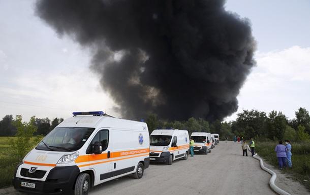 Россия предложила Украине помощь в тушении пожара на нефтебазе