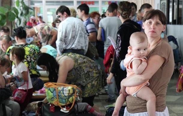 Из-за войны на Донбассе 880 тыс. украинцев уехало из страны