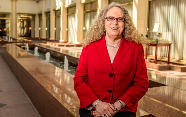 В США женщина-трансгендер стала главным врачом штата