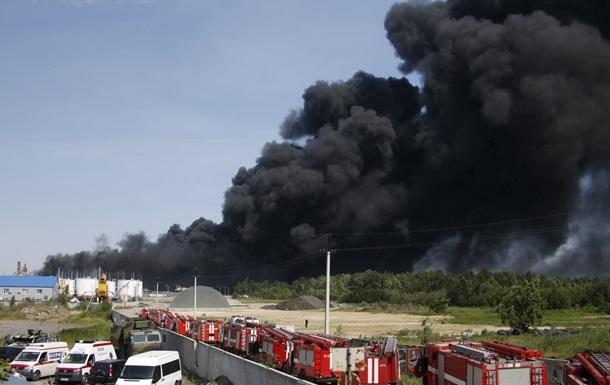 На горящей нефтебазе под Киевом произошел взрыв – СМИ