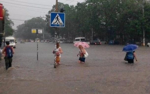 Сильный ливень затопил Симферополь