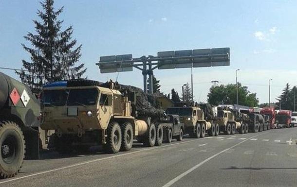 В Венгрии на границе с Украиной заметили колонну военной техники