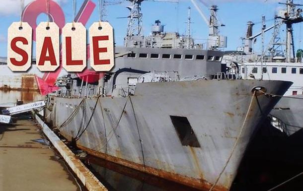 Винтажные ватные пиджаки и танкеры: Минобороны РФ  твитнуло  о распродаже
