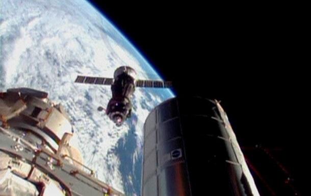 На Землю вернулись космонавты, задержавшиеся на МКС из-за  Прогресса