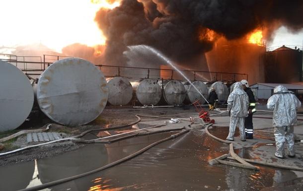 Названы основные версии пожара на нефтебазе под Киевом