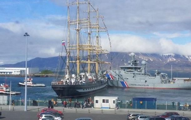 Российский парусник повредил два корабля береговой охраны Исландии