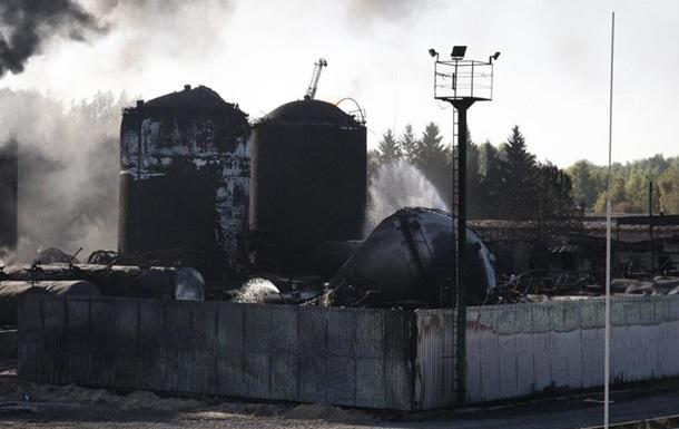 На нефтебазе под Киевом продолжает гореть один резервуар