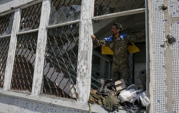 На Луганщине обстреляли село Крымское: погиб военный