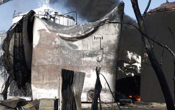 На нефтебазе под Васильковом продолжает гореть резервуар